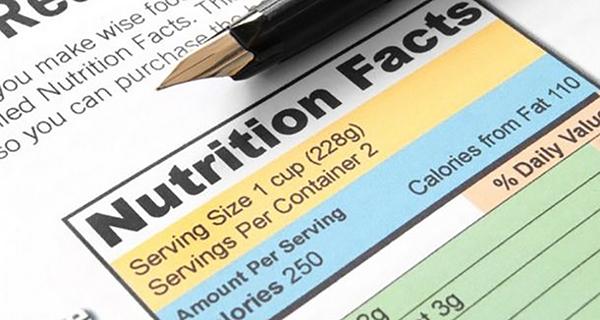 Etichette alimentari, obbligo di indicare calorie, grassi e zuccheri