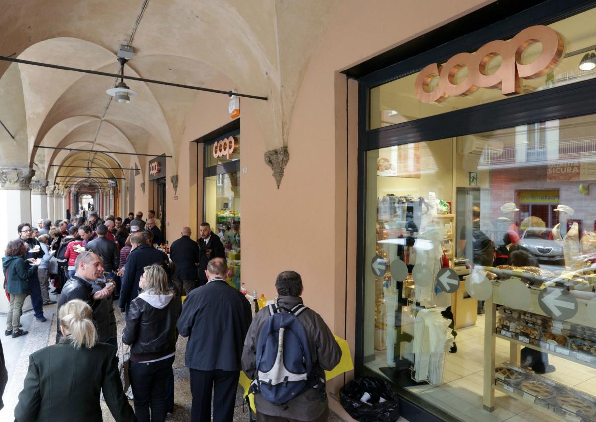 Bologna, riapre la Coop di Strada Maggiore