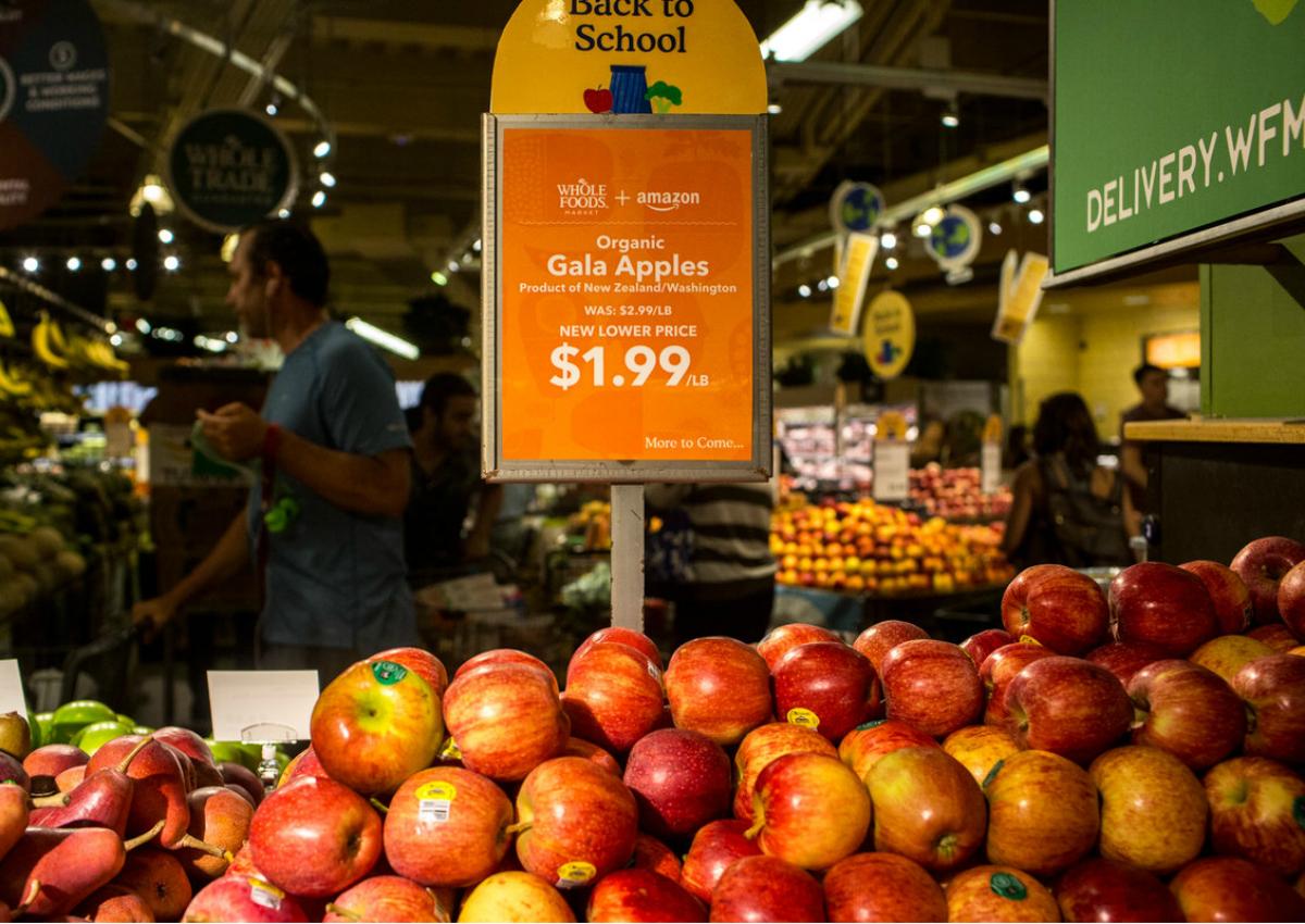 Whole Foods, l'era Amazon comincia con un taglio dei prezzi