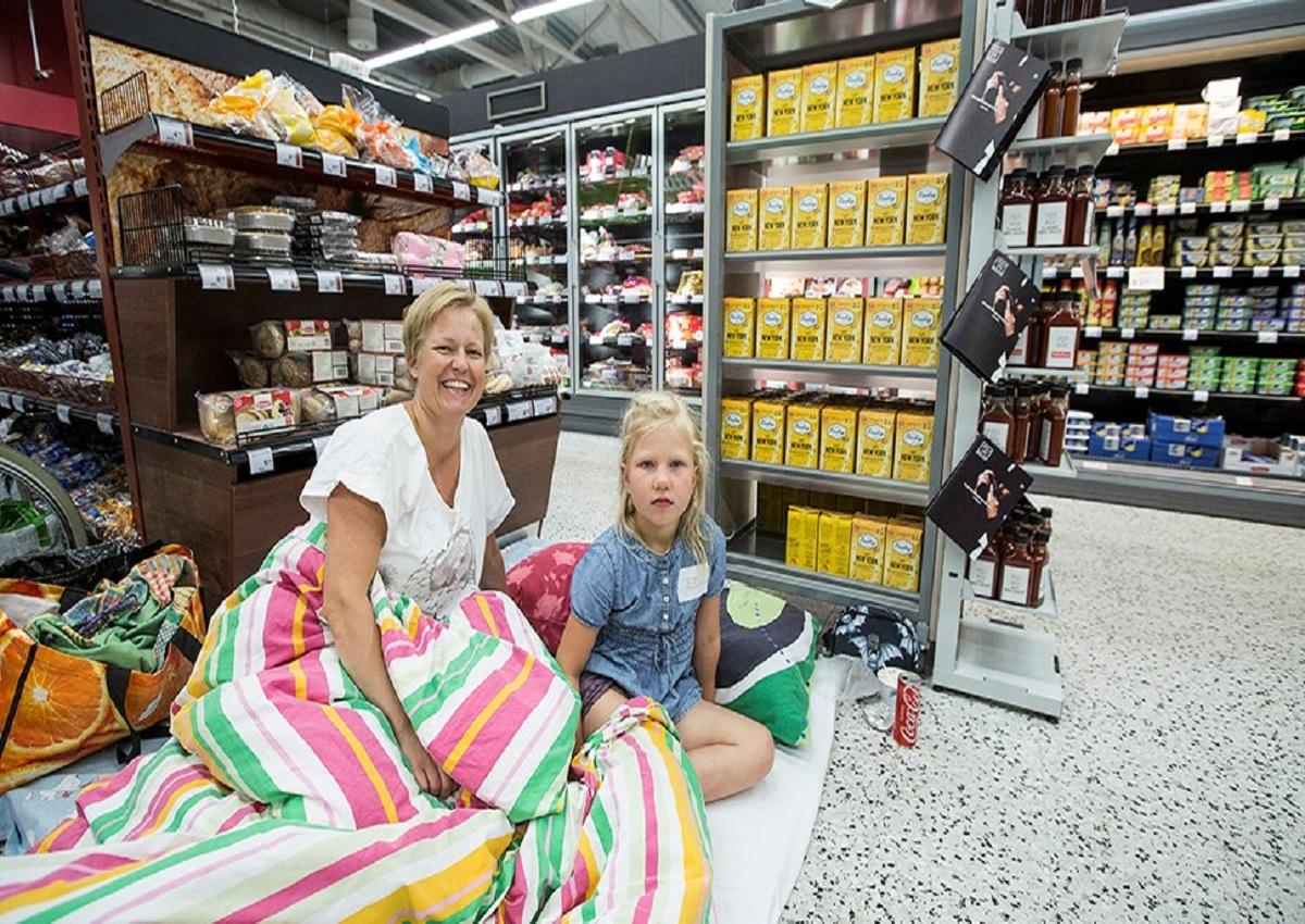 Pigiama party al supermercato, il marketing anti caldo